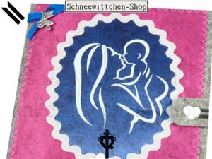 Mutterpasshülle in pink mit Kinderwagen-Anhänger | Mutter küsst ihr Kind Schwangerschaft Mutterpass Hülle mit Kind in grau mit Kinderwagen-Anhänger